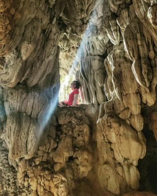 Girl Posing In Maswami Caves |Meghalaya Tour Packages - Hikerwolf