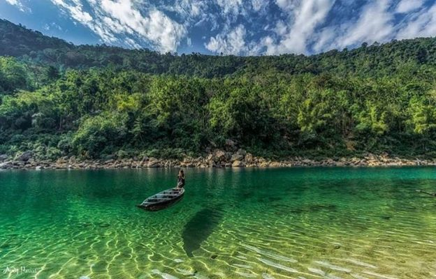 Beautiful Dawki River In Meghalaya | Meghalaya Tour Packages - Hikerwolf